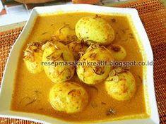 Gulai Telur Kuning Padang - #ResepMasakanIndonesia Egg Recipes, Asian Recipes, Cooking Recipes, Cooking Tips, Asian Cake, Malay Food, Food Wishes, Indonesian Food, Indonesian Recipes