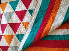 Quilt I made for Sophie Triangle Quilts, Cute Quilts, Quilt Making, Quilting Designs, Aunt, Color Combinations, Linens, Blankets, Stitches