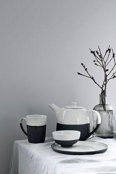 Material: Steingut Farbe: Elfenbein, Braun, variiert Größe: Ø 11,5 x H 11 cm Pflegehinweise: Spülmaschnengeeignet