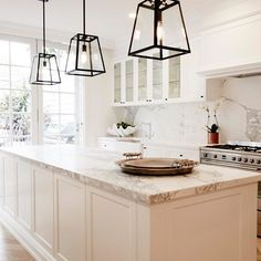 white marble kitchen More - Island Pendant Lights - Ideas of Island Pendant Lig. Kitchen Lighting Over Table, Kitchen Pendant Lighting, Kitchen Pendants, Lantern Pendant Lighting, Island Pendant Lights, Hamptons Style Homes, Hamptons Decor, New Kitchen, Kitchen Decor