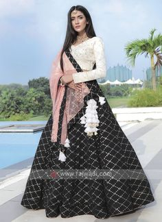 Party Wear Indian Dresses, Designer Party Wear Dresses, Indian Gowns Dresses, Indian Bridal Outfits, Kurti Designs Party Wear, Dress Indian Style, Indian Fashion Dresses, Indian Designer Outfits, Girls Fashion Clothes