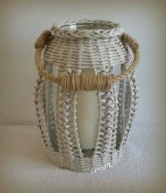 Basket weaving patterns by anna on vazy Bamboo Weaving, Willow Weaving, Newspaper Basket, Newspaper Crafts, Paper Weaving, Loom Weaving, Diy Crafts Hacks, Diy And Crafts, Basket Weaving Patterns