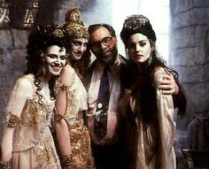 "Francis Ford Coppola e le sue vampire sul set di ""Dracula di Bram Stoker"" - Vampire Love, Female Vampire, Vampire Girls, Michaela Bercu, Werewolf Hunter, Real Vampires, Bram Stoker's Dracula, Francis Ford Coppola, Cinema"