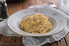 Pasta cacio e pepe cremosa : Pochi ingredienti e semplici passaggi per un condimento gustoso perfetto anche per chi ha poco tempo .