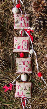 Petit Noel from Tournicoton - very cute design and great idea for finishing!
