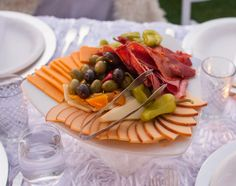 Last month, I got to observe the Diner En Blanc in San Diego. Diner En Blanc, which originated out of Europe is an all white picnic party that pops up in various cities for one Charcuterie Platter, Charcuterie Picnic, Ham Recipes, Picnic Recipes, Picnic Ideas, French Picnic, Al Fresco Dinner, Picnic Dinner, San Diego Food