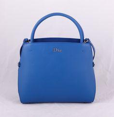 Сумка Dior синяя из натуральной кожи !! Последняя распродажа модели !! Продаётся с большой скидкой !! !! Отличное качество и низкая цена !!