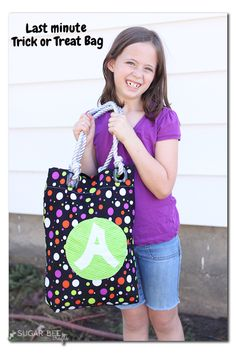 DIY Trick or Treat Tote | Easy monogram treat bag by @sugarbeecrafts
