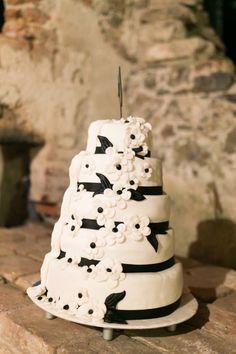 Torte im Schwarz-Weiß Dekor  Schwarz weiß  Pinterest  Torte