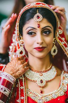 sikh indian bride red chunni gold jewelry matha patti by Nimboo Photography via http://www.indianweddingsite.com/james-bond-themed-indian-wedding-south-asian-wedding-centre/