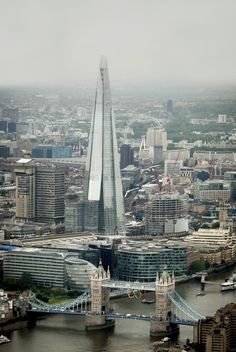The Shard, London / Renzo Piano - Europes tallest building contains exclusive residences, offices , restaurants and a 5 Star hotel Unique Buildings, Beautiful Buildings, Beautiful Places, Renzo Piano, Places Around The World, Around The Worlds, The Shard London, Places To Travel, Places To Visit