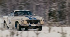 Vintage Volvo P1800 Rally in the snow