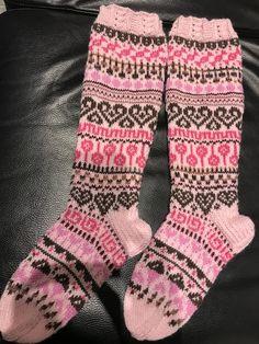 Knitting Socks, Fashion, Scandinavian Pattern, Knitting And Crocheting, Knit Socks, Moda, Fashion Styles, Fashion Illustrations