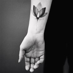 Ideas Of Meaningful And Great Tattoos For Girls Up Tattoos, Great Tattoos, Life Tattoos, Black Tattoos, Tattoos For Women, Tatoos, Arm Tattoo, Dot Work Tattoo, Lotus Tattoo
