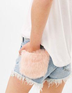 Frayed denim shorts with pockets and faux fur detail - Bershka #frayed #denim #shorts #faux #fur #pocket #woman #bershka