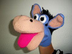 misstelita: ...y seguimos marioneteando Crochet Hats, Slippers, Twist Outs, Puppet, Hipster Stuff, Knitting Hats, Slipper, Flip Flops, Sandal