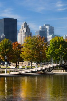I thought it would be nice to put a top 10 Montreal Autumn photo locations list together. I'll state at the outset, this is my own personal top 10 Montreal Quebec, Montreal Canada, Quebec City, Alberta Canada, Ottawa, Immigration Canada, Ontario, Vancouver, Romantic Vacations