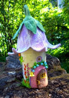 little flower-roofed fairy house!