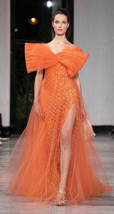 Find tips and tricks, amazing ideas for Georges chakra. Discover and try out new things about Georges chakra site Georges Chakra, Fashion Week, Runway Fashion, Fashion Show, Fashion 2020, Rihanna, Beyonce, Helen Mirren, Victor Ramos