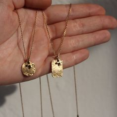 charms necklaces rectangle Diana Parés Diana, Geometric Jewelry, Charms, Gold Necklace, Necklaces, Jewels, Gold Plating, Sterling Silver, Pendants