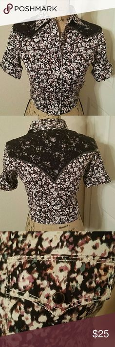 WRANGLER BUTTON DOWN CROP TOP Cowboy shirt, crop top with lace appliques, label says is medium but is more like a small, new with out tag Wrangler Tops Button Down Shirts
