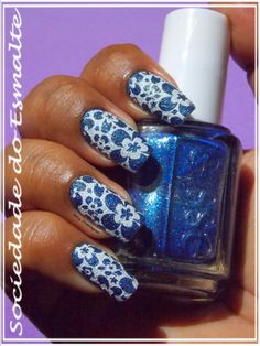 Carimbada com MoYou Pro Collection 13 XL sobre o Lots of Lux - Essie