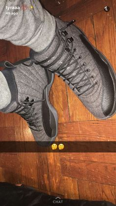 How to style sneakers to go with different looks Fresh Shoes, Hot Shoes, Jordan Swag, Jordan Shoes, Nike Shoes, Shoes Sneakers, Jordans Sneakers, Dibujos Tumblr A Color, Nike Air Jordans