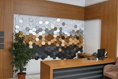 3d-altigen-dekoratif-duvar-paneli-gumus-32989-12-B.jpg (900×603)