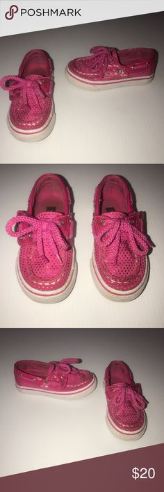 Toddler Pink Sperry's Toddler Girl's Pink Sperry's. Size 7. VGUC. Smoke-free, kitty friendly home.   We loved these shoes and I am very sad that they no longer fit. ☹️ Sperry Shoes Sneakers