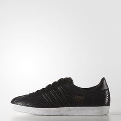 Released in 1966 as an all-around trainer, the Gazelle fast became soccer's it shoe. This women's version of the shoes features a suede upper with a sparkly foiled snakeskin print and synthetic leather 3-Stripes.