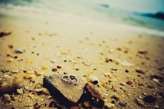 Put ur Rings on a Rock by the Waves...Makes a FAB PIX!!
