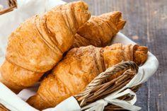 Indítsd a napodat házi vajas croissant-nal. Bár időigényes az elkészítése, megéri a fáradságot.