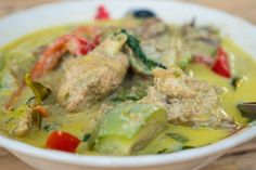 In this Thai green curry recipe (แกงเขียวหวาน), you'll learn how to make authentic Thai green curry, starting with Thai green curry paste. Enjoy!