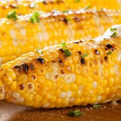 Grilled corn doesn't have to be reserved for the dog days of summer. You can modify your favorite corn recipe to be made on an indoor grill pan. This recipe is fantastic, because the addition of cilantro lime butter gives the recipe a buttery kick! Barbecue, Wild Oats, Corn Recipes, Grill Recipes, Easy Recipes, Dinner Recipes, Juicy Steak, Roasted Corn, Corn On Cob