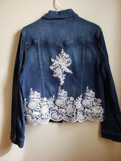 This is an upcycled jean jacket that I HAND sewed brand new sequined lace onto. Would be awesome to wear for a country wedding or to your bachelorette party. Diy Lace Jeans, Denim And Lace, Bling Jeans, Denim Ideas, Altered Couture, Lace Jacket, Denim Fashion, Petite Fashion, Curvy Fashion