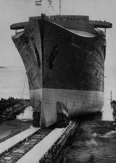 Stapellauf:  200.000 Schaulustige säumten das Ufer am Hafen von St. Nazaire,...