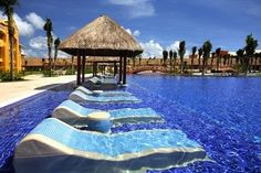 Sunbathing in the water – Barcelo Riviera Maya Resort in Playa del Carmen, Mexi