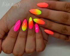 Gradient Nails Art Tutorial: How to Do Gradient Glitter Nails - nail art - glitter nails summer Gradient Nails, Neon Nails, Glitter Nails, My Nails, Perfect Nails, Gorgeous Nails, Pretty Nails, Funky Nails, Glam Nails