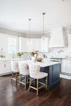 Gorgeous white kitchen with a blue island from superstar Interior Designer in Waxhaw, NC Sara Lynn Brennan Blue Kitchen Decor, Gold Kitchen, Kitchen Colors, Kitchen Layout, Kitchen Ideas, Kitchen Board, Gold Home Decor, Transitional Kitchen, Kitchen Styling