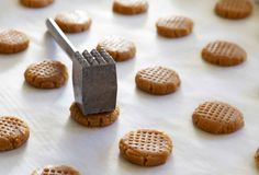 Easy way to smash cookies but give a decorative look