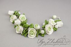 Bracelet with white roses from polymer clay by polyflowers