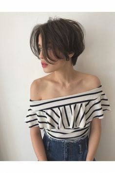 Ready to update your hairstyle for this summer? would you you like a trendy and modern short haircut? Short hair has a lot of benefits for an Shot Hair Styles, Curly Hair Styles, Girl Short Hair, Short Hair Cuts, Long Pixie Cuts, Cut My Hair, New Hair, Pretty Hairstyles, Girl Hairstyles
