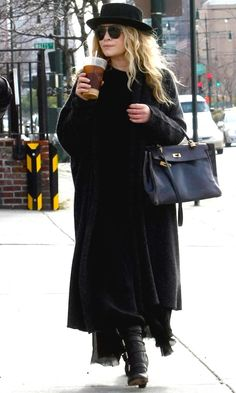 19 Ways To Style A Cardigan For Fall Like The Olsen Twins (Olsens Anonymous) Ashley Mary Kate Olsen, Ashley Olsen Style, Olsen Twins Style, Olsen Fashion, Estilo Fashion, Fashion Outfits, Kelly Bag, Full House, Hermes Kelly