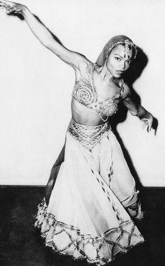 American actress and singer Eartha Kitt, before having dinner with Prime Minister Jawaharlal Nehru, New Delhi, India, 1955.