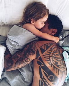 cartoon tattoos for men - Father And Baby, Dad Baby, Baby Love, Cute Family, Baby Family, Family Goals, Family Life, Little Babies, Cute Babies