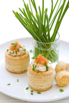 Puff pastry (Vols-au-Vent) with smoked salmon mascarpone mousse . super savoury vol-au-vent recipe . Vol Au Vent, Appetizers For Party, Appetizer Recipes, Gourmet Recipes, Cooking Recipes, Brunch, Mini Foods, Snacks, Appetisers