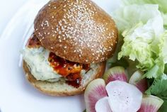This must be the prettiest burger plate ever! Find out where we have found this little gem.