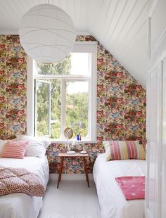 White, bold floral wallpaper, bedroom, cottage style decoration, cozy< quite like this! Attic Renovation, Attic Remodel, Home Bedroom, Bedroom Decor, Floral Bedroom, Attic Bedrooms, Bedroom Ideas, Girls Bedroom, Bedroom Flowers