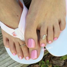 #pinktoes #toering #flipflops #prettyfeet #footmodel #birthdaynail #brownnail #coffinnail #feetnail #fingernail #flipflops #footnail Nice Toes, Pretty Toes, Pretty Nails, Pretty Pedicures, Pink Pedicure, Pink Nails, Feet Nails, Toenails, Cute Toe Nails
