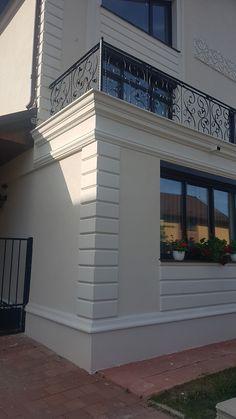 Classic House Exterior, Classic House Design, Bungalow House Design, Dream House Exterior, House Paint Exterior, Modern House Design, House Outside Design, House Front Design, Facade Design